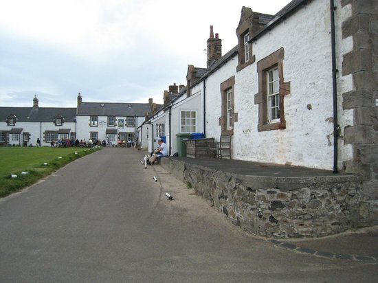 The Ship Inn: Pub in the corner of this U shaped fishing village