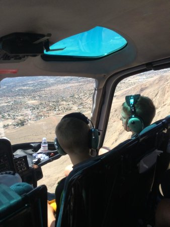 Sundance Helicopters : Helicopter pilots for a day