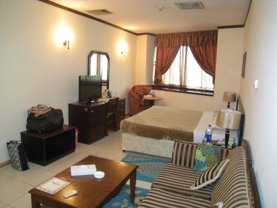 Panorama Deira Hotel: Комфортная уютная комната
