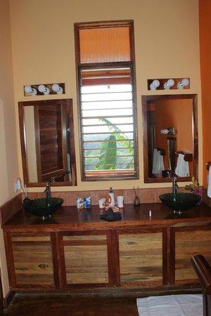 Costa Rica Yoga Spa: Bathroom