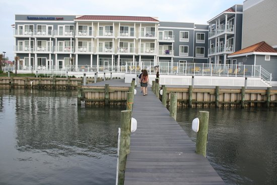 Fairfield Inn & Suites Chincoteague Island: Back of the hotel from dock