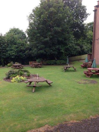 Premier Inn Liverpool (Roby) Hotel: Beer garden