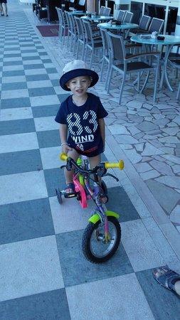 Gianmarco nel hotel Caesar, quanti ne ho combinato con questa bici����
