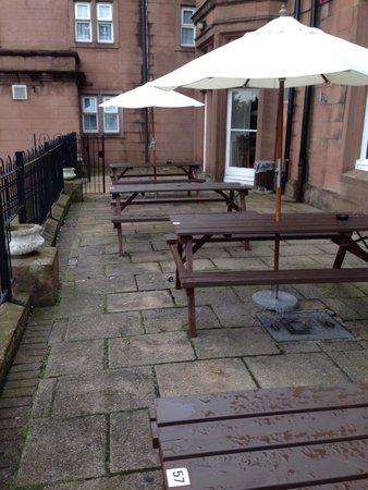 Premier Inn Liverpool (Roby) Hotel: Beer garden 2