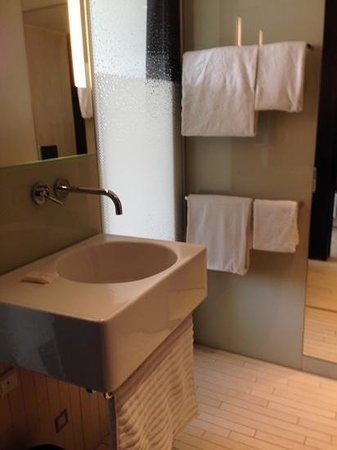 AC Hotel by Marriott Bella Sky Copenhagen : bathroom