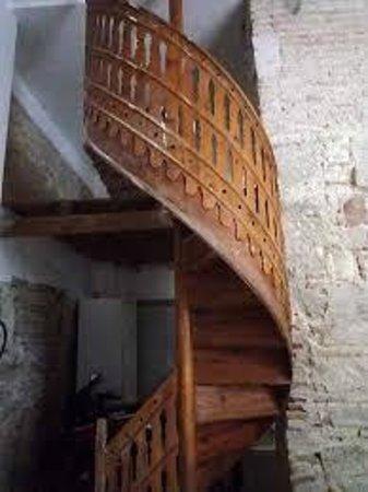 Innsa Hostel: Escalera Siglo XIX