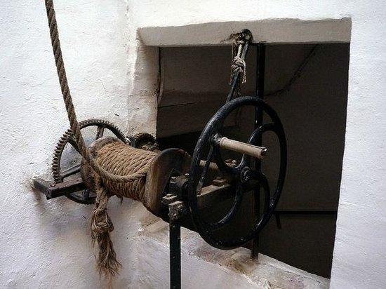 Innsa Hostel: Polea Siglo XVIII