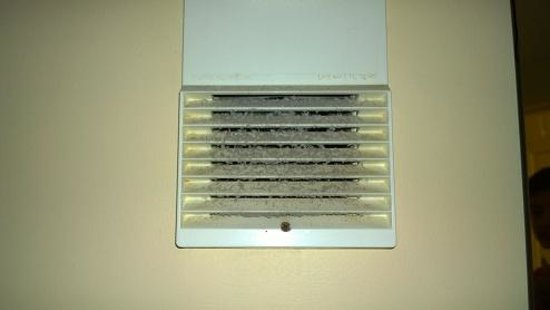 Econo Lodge Inn & Suites - Williamsburg: Dirty vent