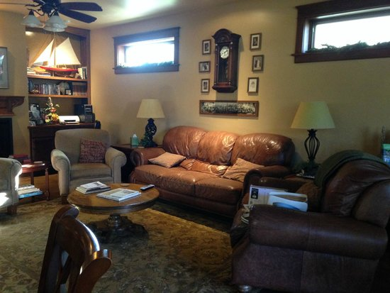 Hartzell House Bed and Breakfast : one of the beautiful lounges