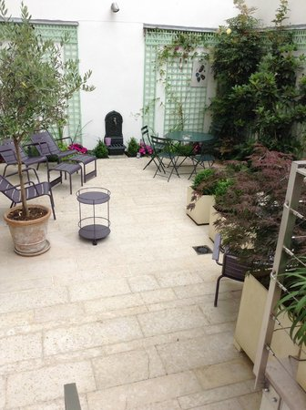 Hotel Mistral: patio