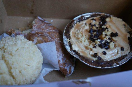 Leoda's Kitchen and Pie Shop: Yummy desserts