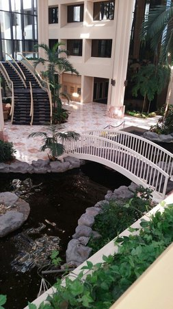 Embassy Suites by Hilton Palm Beach Gardens PGA Boulevard : Atrium view from above