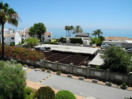 IBEROSTAR Marbella Coral Beach: Diese Areal liegt zwischen Hotel und Meer