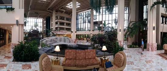 Embassy Suites by Hilton Palm Beach Gardens PGA Boulevard: Panoramic of lobby and atrium