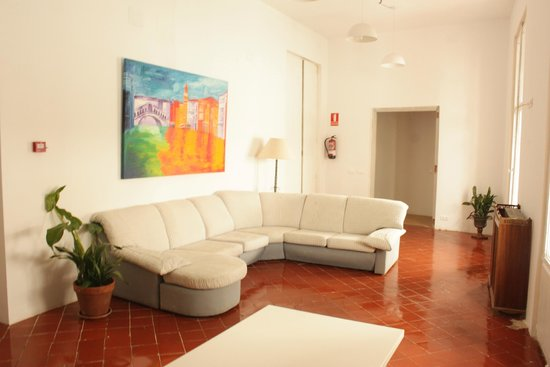 Innsa Hostel: Salón