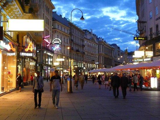 Stephansplatz: city center by night