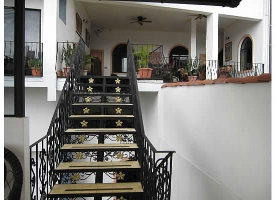 Hotel Santo Tomas: stair details
