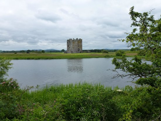 Threave Castle: The Castle across the water