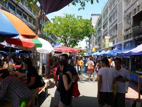 Gaya Street Sunday Market: Market scene