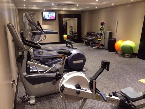 DoubleTree by Hilton Hotel London - Victoria: Gym in basement
