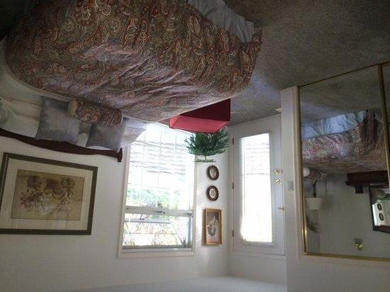 Ridgeview Gardens Bed and Breakfast: Bedroom