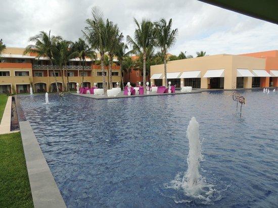 Hotel Barcelo Maya Beach: Alrededores del lobby del hotel