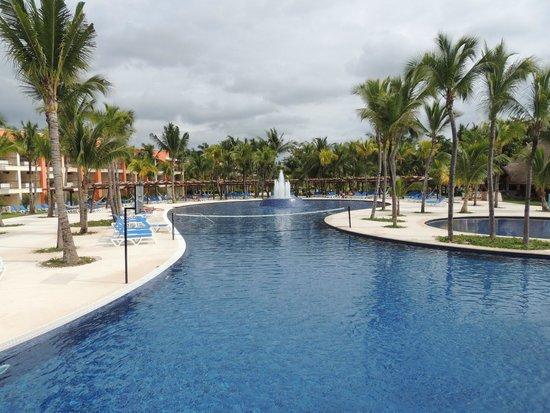 Hotel Barcelo Maya Beach: Una de las piscinas del hotel