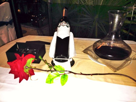 Restaurante Kaia: Buenos vinos y bonita decoracion