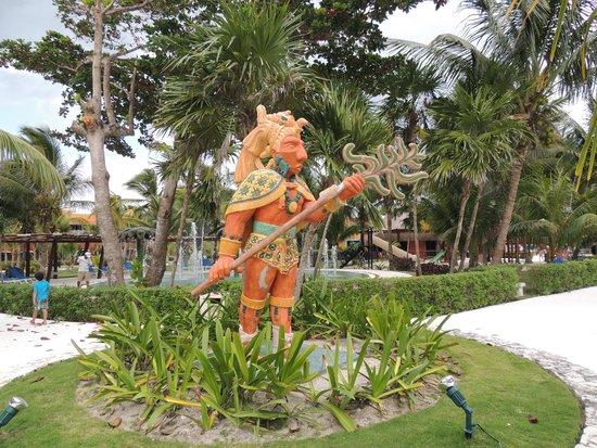 Hotel Barcelo Maya Beach: Decoración de la cultura maya, común en todo el hotel