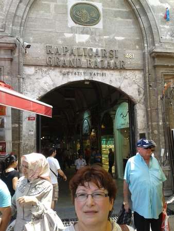 Hotel Hamidiye: Entrance to the Grand Bazaar
