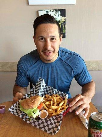 Kekuli Cafe Westbank: Jordin Tootoo having his breakfast!! @jordin22