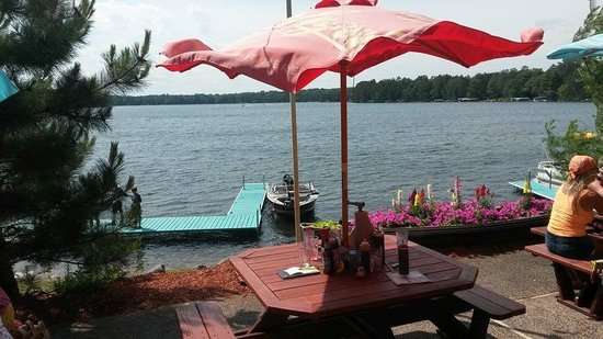 Famous Dave's: Overlooking the lake