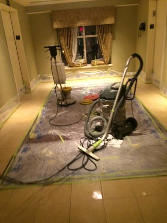 Hotel Commonwealth: Forget about sleeping at 1:00am! It was time to power clean the floors near the guest rooms!!