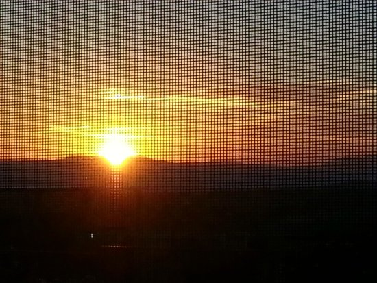 Harmony Motel: Sunrise view through room 6 kitchen window screen