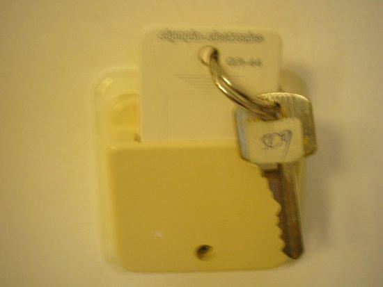Africa Hotel: Tu wkładamy klucze, żeby w pokoju był prąd