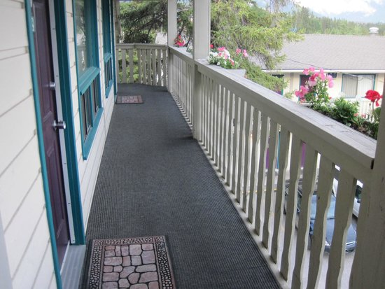 Bow Valley Motel: outside 3rd level room