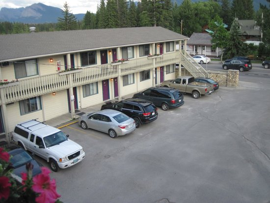 Bow Valley Motel: motel