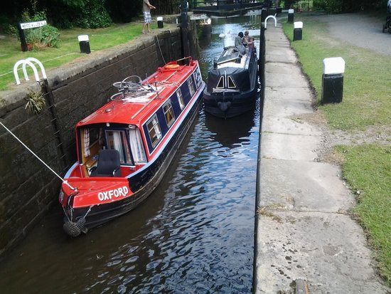 Leeds and Liverpool Canal: Esclusa. Inicio maniobra.