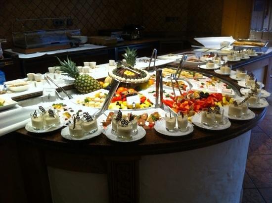 Posthotel Achenkirch: Dessert buffet
