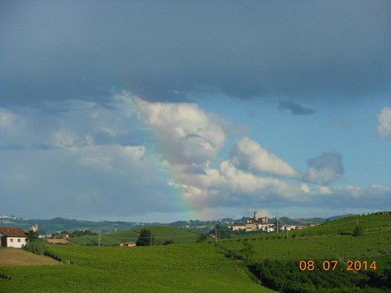 Azienda Agricola Osvaldo Viberti : arcobaleno sulle langhe dopo il temporale