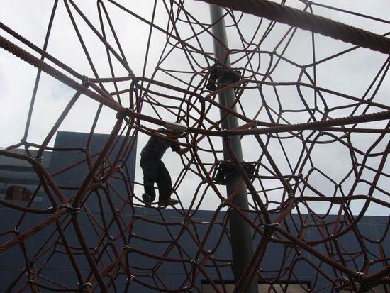 Centro Interactivo de Ensenanza CHIMINIKE: Giant Spider Web made of rope to climb