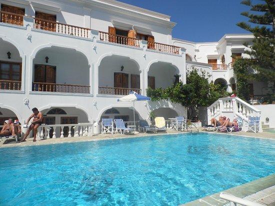 Armonia Hotel : piscine