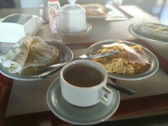 Parque da Costeira: Café da manhã com Pratos regionais