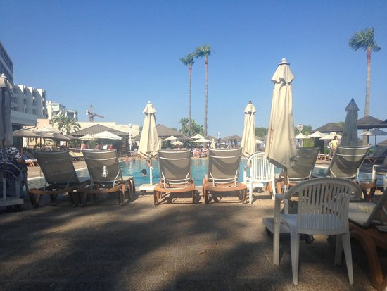 Atlantica Miramare Beach: Relaxed by the pool