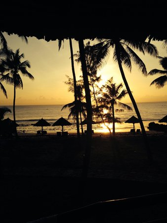 Ledger Plaza Bahari Beach Hotel: Beautiful sunset at Ledger Plaza Bahari Beach
