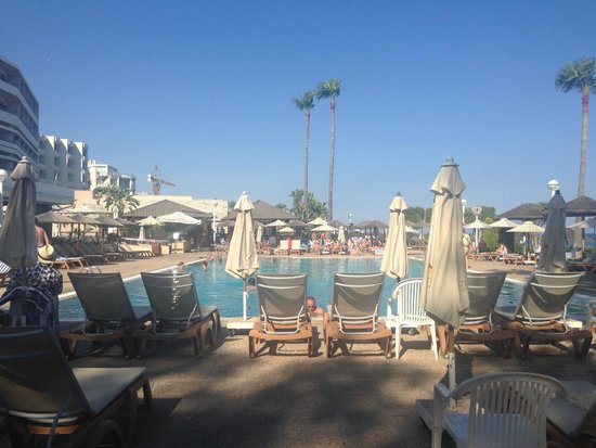 Atlantica Miramare Beach : View from sunbed - always plenty of beds, no fighting for the space.