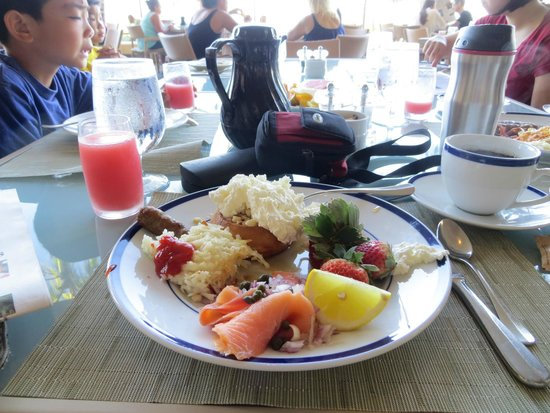 Hapuna Beach Prince Hotel : Breakfast Buffet. I asked for spam and poof!