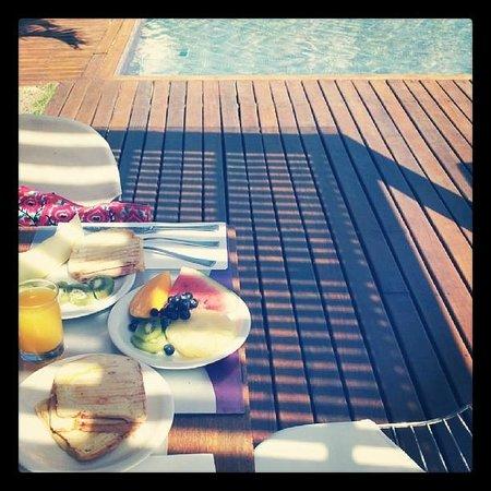 Serena Hotel Boutique Buzios : Desayuno en la pileta