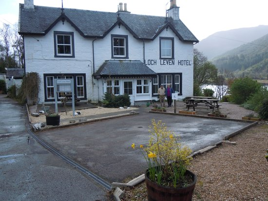The Loch Leven Hotel: Hotel Entrance