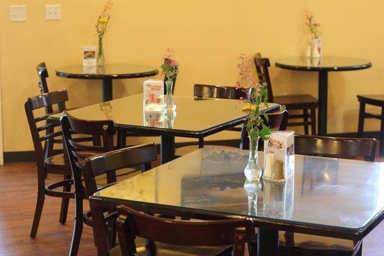 Oak Leaf Cafe: Seating area
